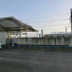 電車を追い抜く勢いの猛スピードで高速を走り抜けていきました!
