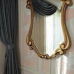 リビングルームの鏡も可愛い♡