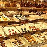 可愛いお菓子がずらりと並んでいます