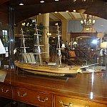 ロビーにはヨットの模型がたくさん置いてあります。