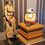 BB-8はレイの衣装と一緒に展示されていました。