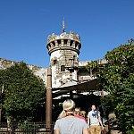 外観は海賊砦。パリだけ全然違います。