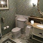 入口側にある洗面台はトイレと一体型!こちらも思ったより広めです