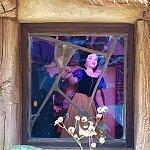 小人の家では白雪姫がダンス中!