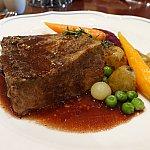 Beef Rib with Vegetables。ステーキではなく、牛角煮みたいなお肉です。ミディアムな焼き加減で柔らくて美味しかった!