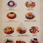 コース料理は前菜(4種類)、メイン(6種類)、デザート(4種類)からそれぞれ1品選びます。