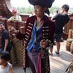 船内には海賊キャストが!