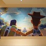 フードコートの近くには、ピクサー展の有名なアートも!