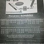 シャトルバスの時刻表。9時台の便、パーク側の22時以降の便はかなり混み合い、乗り切れないこともしばしば。