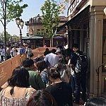 午後に戻ってみると列が短かくなっていたので並んでみました。30分弱で入店に成功!