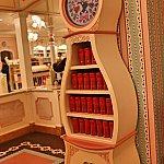 これが時計の形をした棚!