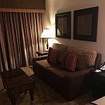 ソファーベッドになります。最大4人宿泊可設定になってます。