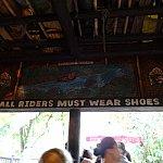 「必ず靴を履くこと!」と注意書きが。