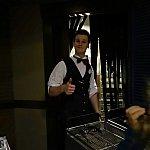 ポーズを決めてくれました!まるで厨房から出てきたウェイターのよう!