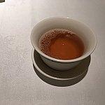 まずはホットウーロン茶で暖まります…