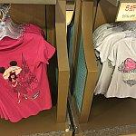 私は左のTシャツを購入しました。149元の半額で、日本円で1200円ぐらいでした