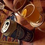 ブルームーンビールはオレンジが添えられて来ます。日本人は若く見えられますので、アルコール購入の際には身分証明書の提示を求められます。