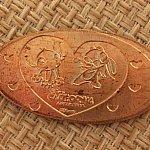 スティッチとエンジェルのスーベニアメダル。