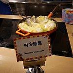 生野菜はなく、温野菜は季節の野菜と書かれた白菜か炒めたプチトマトくらい。