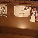 引き出しの中には、パンドラのカタログとエクスプローラロッジのメモ帳が入ってました!