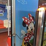 ディズニー柄のラッピング電車。ディズニー駅→羅山路駅までしか走っていませんでした。