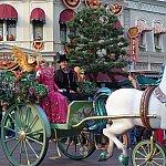 オーロラ姫が馬車に乗って登場
