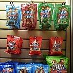 お菓子やジュースもホテル内のショップで調達できますが、フードコートはありません。