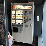 1階にある冷凍食品の自動販売機。
