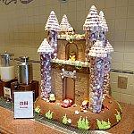 ドリンクコーナーにはお城が。プーさんやマックィーンがいました。