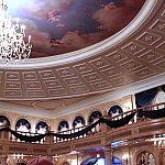 舞踏会の大広間。