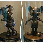 ミニーちゃんとミッキーの銅像。