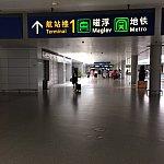 空港からはこちらの標識に沿って向かいます。