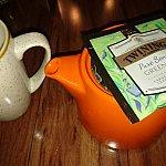 煎茶ですが、何だか薄い・・・トワイニングなのに・・・
