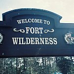 Fort Wilderness gate右上に小鳥がとまっています!ネガ時代の写真をデジタル化したので、汚くてすみません。
