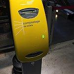 購入チケットはこの機械でスキャンしますが、行きは改札員さんがスキャンしてくれました。