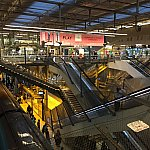 マルヌラバレーの駅はなかなか近代的で綺麗な駅。RERもここに止まるようです。