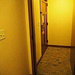 隣の部屋との扉を開けるとこんな感じ。