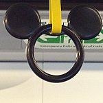ミッキー型の吊り環