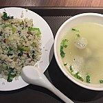 Dセット(35元)。咸肉菜饭とスープ。