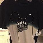 こちらのTシャツはローマ字表記で2017と書いてあります。$34.99