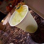 これがノンアルコールドリンクの「パンドラサンライズ」です。これは大外れで、パイナップルジュースに水を大量に入れて薄めたような味でした。お金を返して欲しかったです!