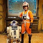 反乱軍とのグリーティング。パイロットさんは英語できます。R2-D2は撮影に合わせて動きます。カワイイです。