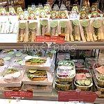 サンドウィッチも見て選べるので、何が入っているか分かって安心。