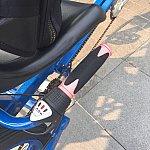 3人乗りの後部座席(左右)にはどちら側にも変速機が付いています。自転車の変速機と同じでグリップを回して変速します。3段ギア。ギアチェンジを行う時はペダルを漕ぐのをやめるとスムーズに変速が可能です。これも少しコツが必要かも💦