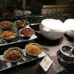 さすが香港!お粥もあります!薬味がたくさんあるのでトッピング無限大!お粥超美味しいです!!!!💓