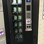 洗剤の自動販売機。すべてクレジットカードで購入となります。