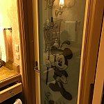 お風呂場の扉もミッキー💕