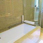 シャワーとバスタブは分かれています♪