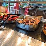 ウインナーやパテは自分でパンに挟んでハンバーガーにできます。