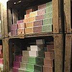 路地裏にマルセイユ石鹸のお店を見つけました♪